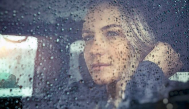sieviete-skumjas-lietus-vientuliba-50343355[1]